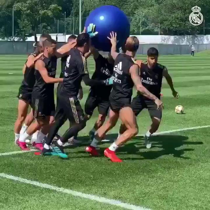 Ramos se entrena con el grupo antes de viajar a Houston