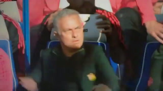 Pelea de Mourinho con el asistente del Chelsea