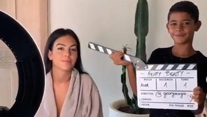 El hijo de Cristiano trolea a Georgina durante una grabación