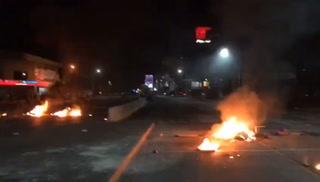 Le prenden fuego a restaurante de comida rápida en la Kennedy