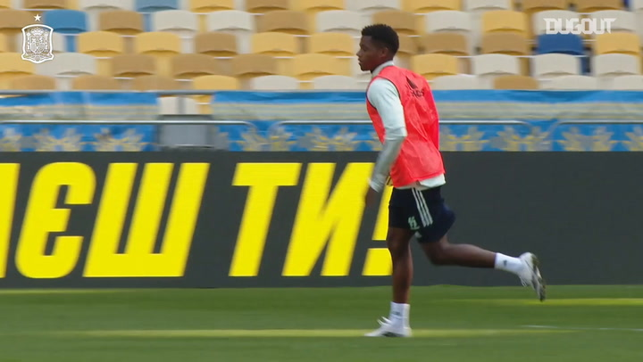 Great goals from Spain's training session at Kyiv's Olympic Stadium