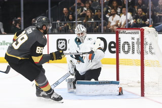 Golden Edge: Knights hang on for Game 5 win