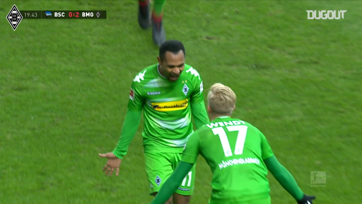 Raffael's incredible long-range goal vs Hertha Berlin