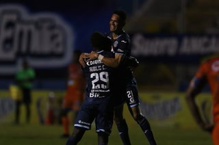 Rubilio Castillo y Roberto Moreira tienen ganando a Motagua contra la Upnfm