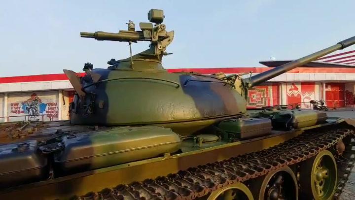 Estrella Roja coloca un tanque delante de su estadio