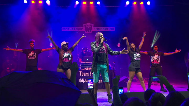 "Big Freedia Performs ""N.O. Bounce"" At Festival Bonfouca 2016"