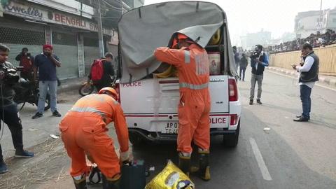 Detenido el dueño de la fábrica arrasada por un incendio en la India que ha causado 43 muertos
