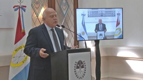 Lifschitz presentó la reforma constitucional y dijo que es un proyecto de provincia