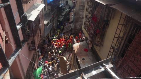 Cuatro muertos y una decena de desaparecidos en India al desplomarse un edificio