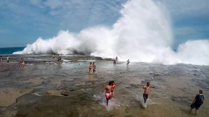 Turistene brydde seg ikke om advarselen - så kom kjempebølgen