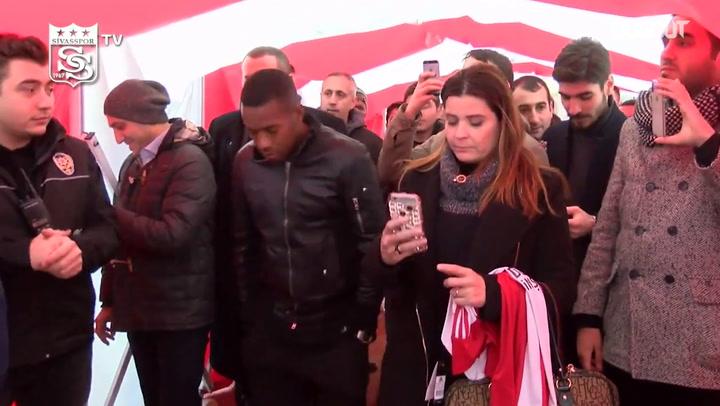 Relembre apresentação de Robinho no Sivasspor