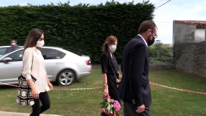 Los hijos de Menchu Álvarez del Valle le dan el último adiós en una ceremonia a la que no ha asistido la reina Letizia
