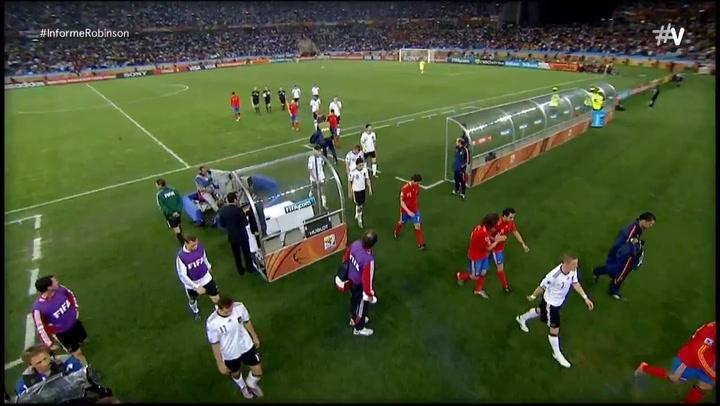 Puyol se acuerda de su héroe en el décimo aniversario del gol que hizo creer a España