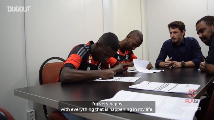 Vinicius Jr signs his first professional contract at Flamengo