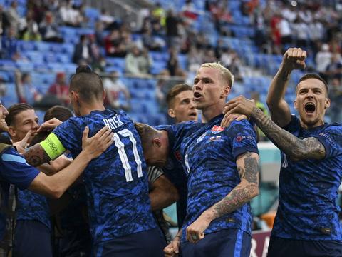 Eslovaquia vence 2-1 a Polonia de Lewandoski