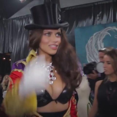 Adriana Lima se despide de las pasarelas de Victoria´s Secret