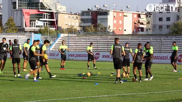 Entrenamiento del Granada en el estadio Niko Dovana