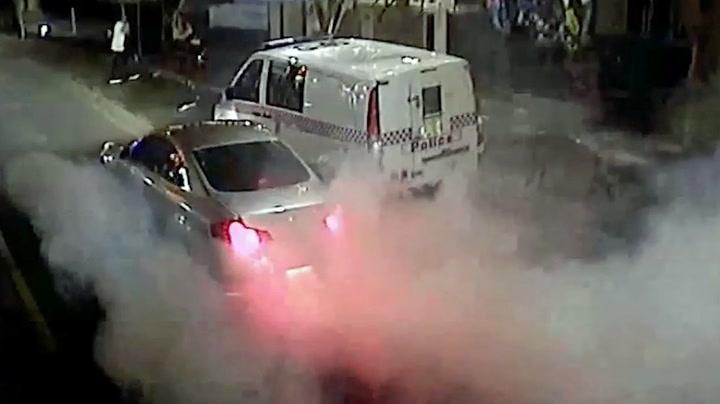 Bilist «børnet» foran politistasjon – slik endte det