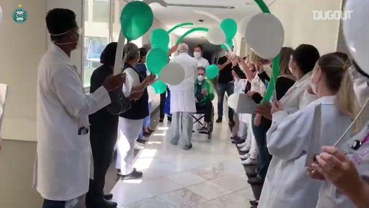 Paulo Pelaipe deixa o hospital após ser internado por covid-19