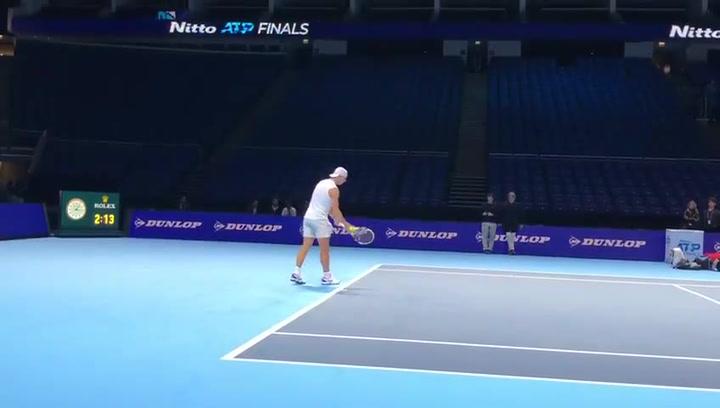 Rafa Nadal sigue probando su saque antes de debutar el lunes en las Nitto ATP Finals