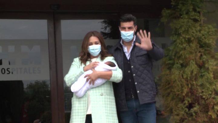 Paula Echevarría y Miguel Torres, emocionados al presentar a su hijo tras salir del hospital