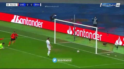 Dentinho anota el 1-0 del Shakhtar frente al Real Madrid