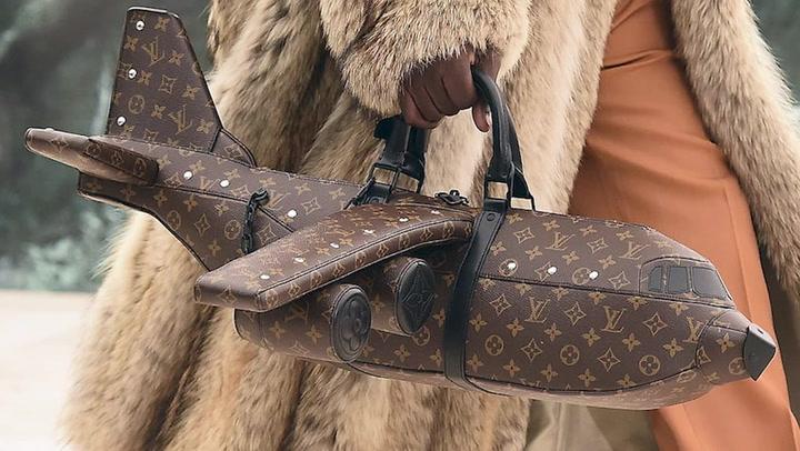 Este es el bolso con forma de avión de Louis Vuitton que cuesta más que uno de verdad