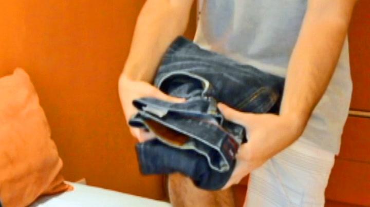 Genialt triks: Brett buksene perfekt på to sekunder