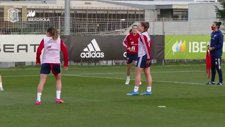La selección española femenina de fútbol prepara el partido ante Polonia