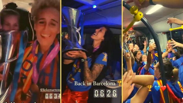 La fiesta de las campeonas siguió en el autocar y en el avión