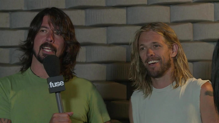 Dave Grohl Savagely Imitates Foo Fighters Drummer Taylor Hawkins' Run: #TBT 2011