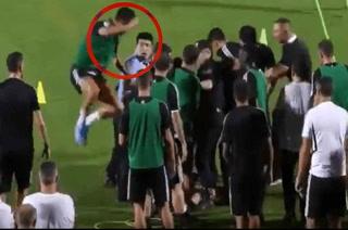 Cristiano Ronaldo más loco que nunca ¡Se ha tirado encima de un policía chino!