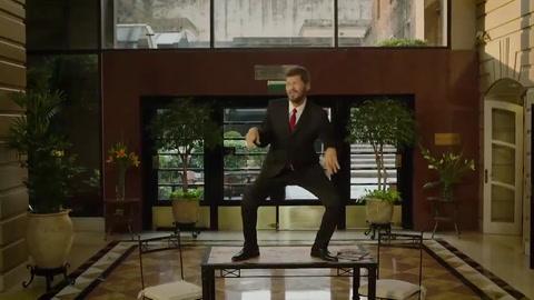 Con una coreo el propio Tinelli promociona el Bailando