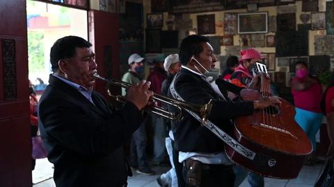 Guatemaltecos piden a santo popular San Simón protección contra el covid-19