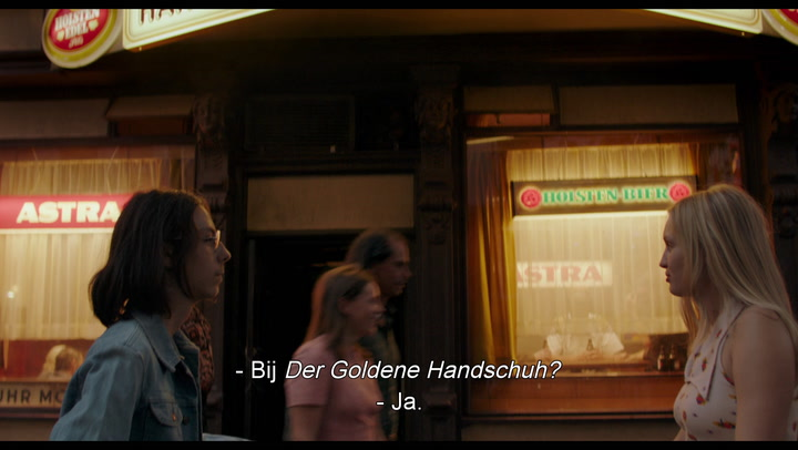 Bekijk hier de trailer van Der goldene Handschuh