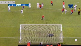 Nuevo lanzamiento penal y Chile anota el tercero frente la H