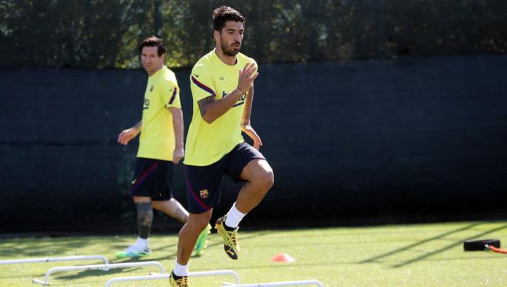 Golazo de Luis Suárez en el entrenamiento del Barça