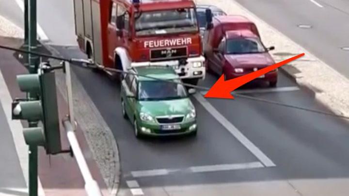 Nekter å flytte seg for brannbilen