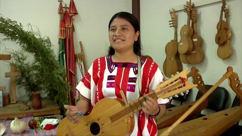 Indígenas mexicanas tzeltales celebran poder aprender la música tradicional