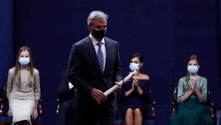 Carlos Sáinz recibe el premio Princesa de Asturias de los Deportes