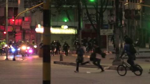 Gobierno de Colombia defiende a policía ante fallo que denuncia excesos en protestas