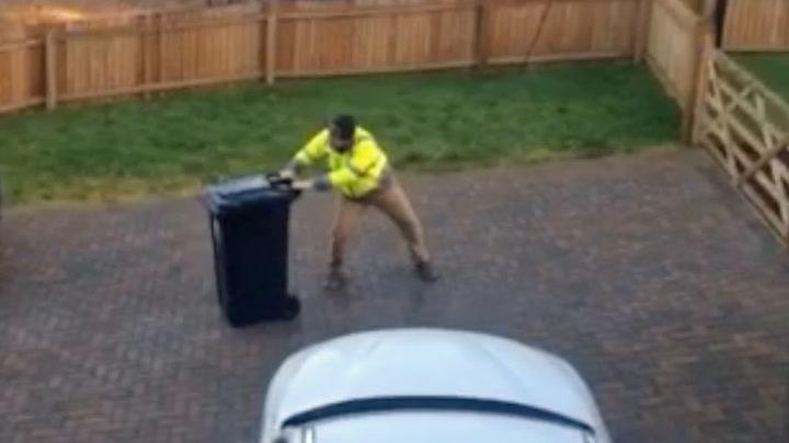 Han skulle bare ut med søpla