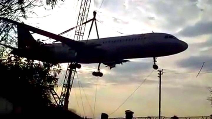 Skulle flytte 70 tonn tungt fly – så går det galt