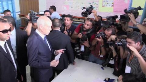 Los tunecinos eligen a su cuarto presidente en unos comicios inciertos