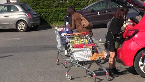 Una ciudad italiana impone días distintos a hombres y mujeres para hacer la compra