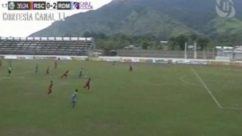 Aldo Ovideo hace el 2-0 de Real de Minas ante Real Sociedad