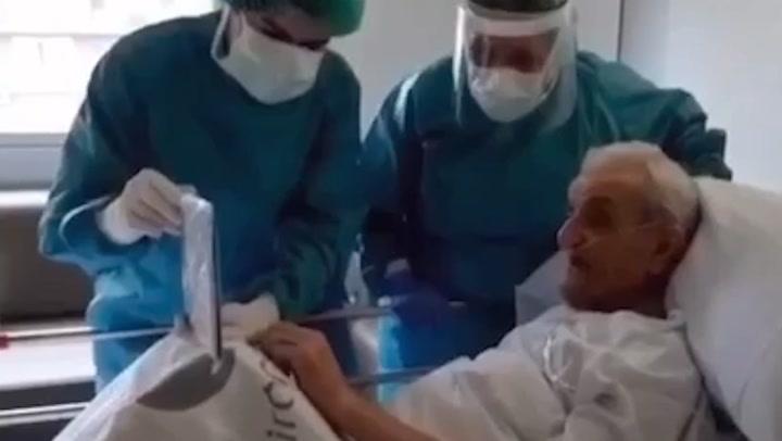 La emocionante declaración de amor de un anciano con coronavirus a su mujer gracias a sus enfermeras
