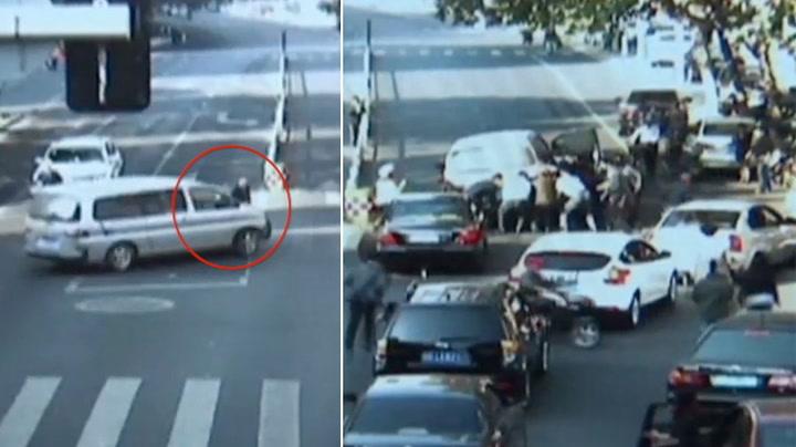 Mann satt fast under bil: Alle ville hjelpe til