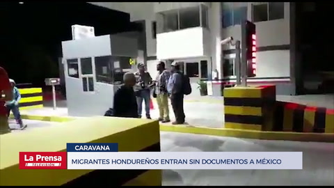 Migrantes hondureños entran sin documentos a México