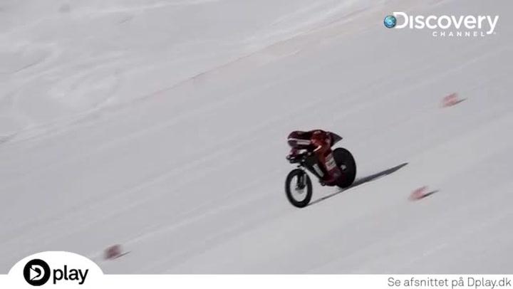 Vanvid: Cykler ned ad bjergside